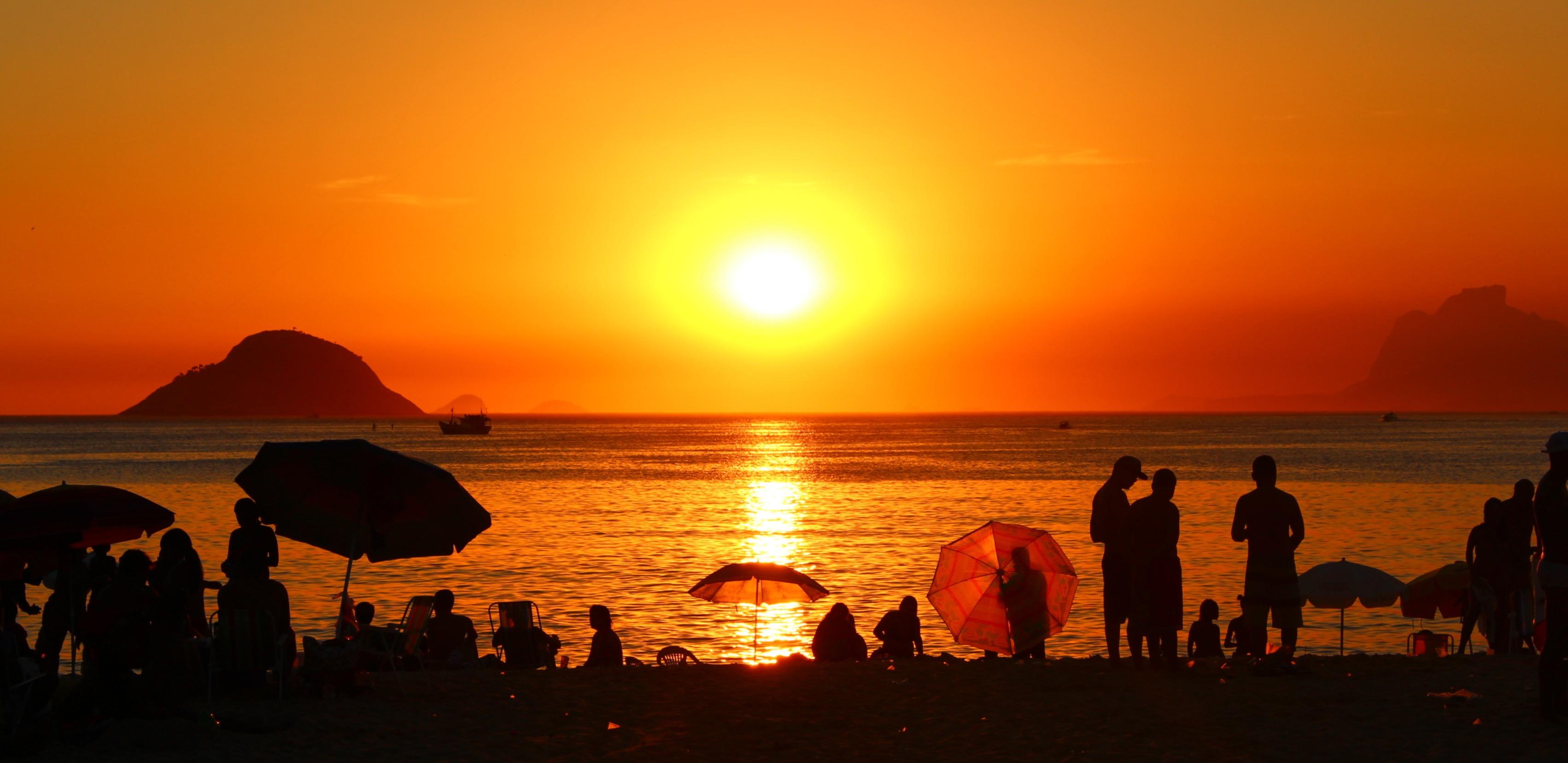Pôr do Sol em Itaipu 1 - Região Oceânica de Niterói RJ - Um excelente lugar para se viver e fazer negócios.